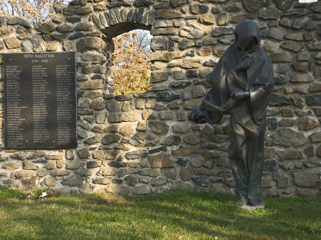 Szomorú történelmünk-szobor